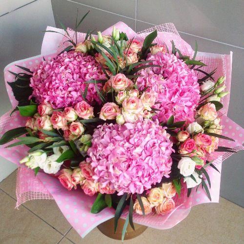 №225 букет с гортензиями розовыми и кустовыми розами