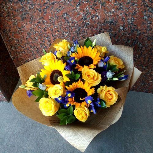 №231 букет с подсолнухами ,розами и ирисами
