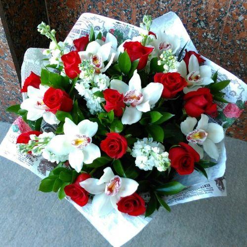№233 букет с розами и орхидеями