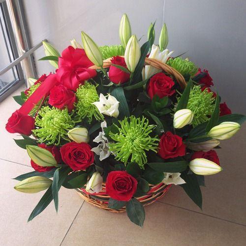 №154 корзина из роз и лилии