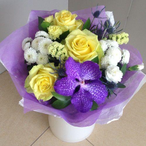 № 697 букет с розами и орхидеей