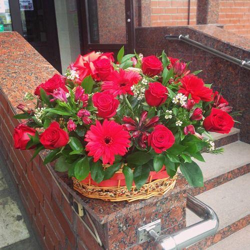 № 450 корзина с розами и герберами