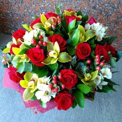№73 букет с розами и орхидеями