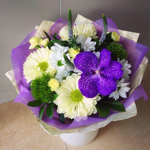 №95 букет с хризантемой и орхидеей