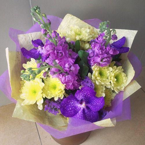 № 696  букет с орхидеями и маттиолой