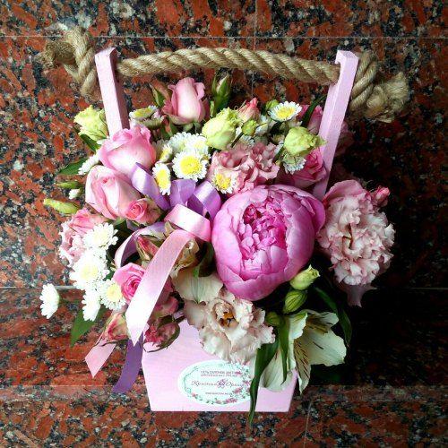 №246 ящик с пионами и розой