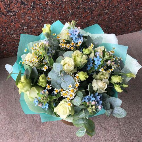 № 688 букет с розами и эустомой