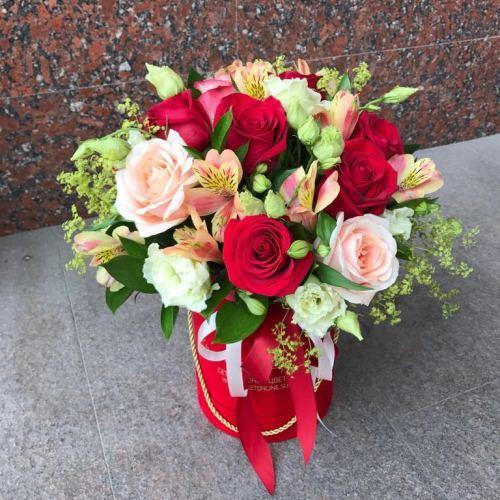 №248 букет в шляпной коробке с розами