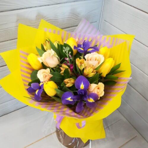 № 189 букет с ирисами и тюльпанами