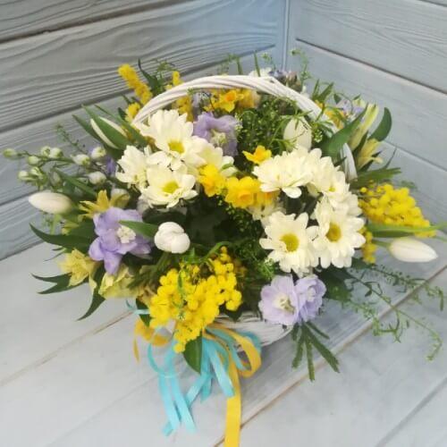 № 186 корзина с тюльпанами, нарциссами, хризантемой
