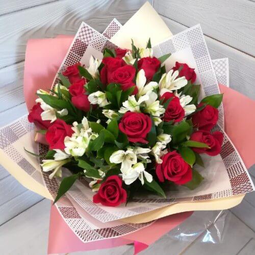 № 180 букет с розами и альстромерией