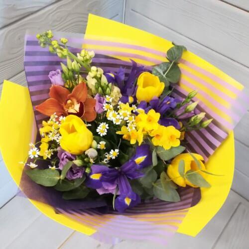 № 175 букет с ирисами, тюльпанами, орхидеей