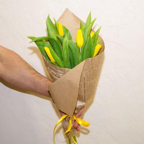 № 74 акция 7 желтых тюльпанов в упаковке