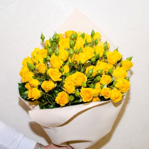 № 33 акция 11 кустовых роз в упаковке