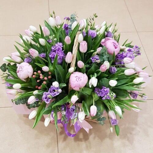 № 434 корзина с тюльпанами и пионами
