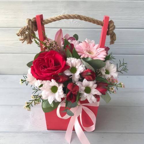 № 475 ящик с розой, герберой и орхидеей