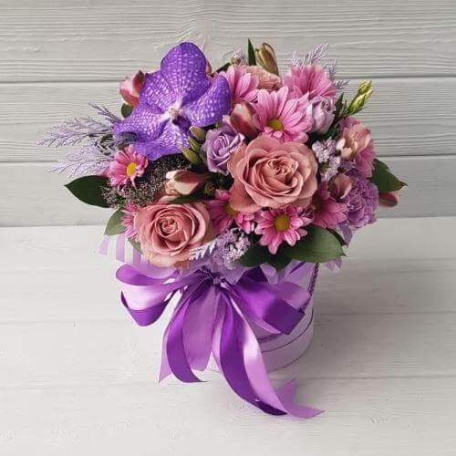 № 642 букет в шляпной коробке с орхидеей