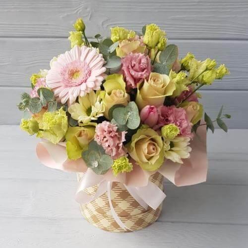 № 643 букет в шляпной коробке с розами