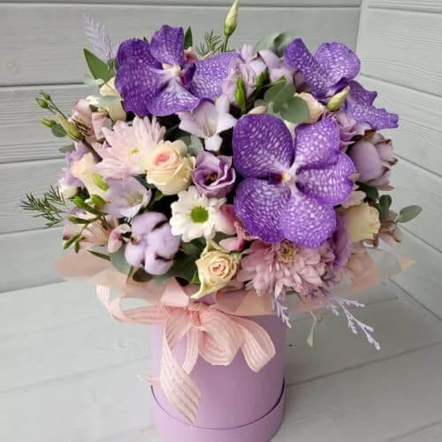 """№ 800 букет в шляпной коробке с орхидеей """" Ванда"""""""