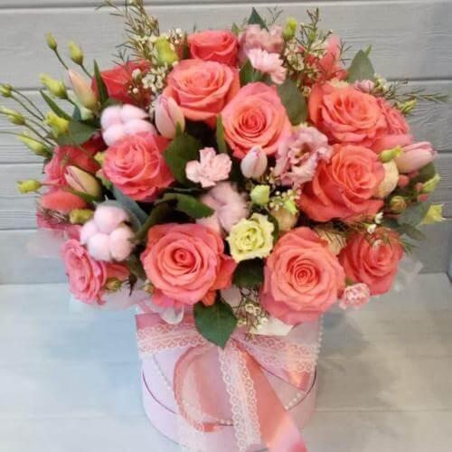 № 478 букет в шляпной коробке с розами