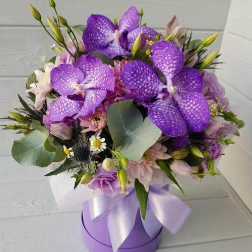 № 405 букет в шляпной коробке с орхидеей