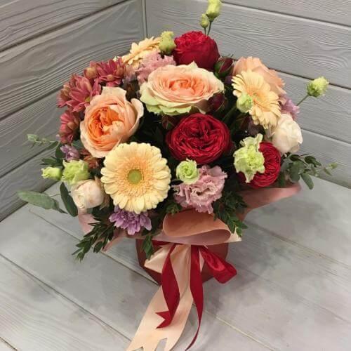 № 383 букет в шляпной коробке с розами