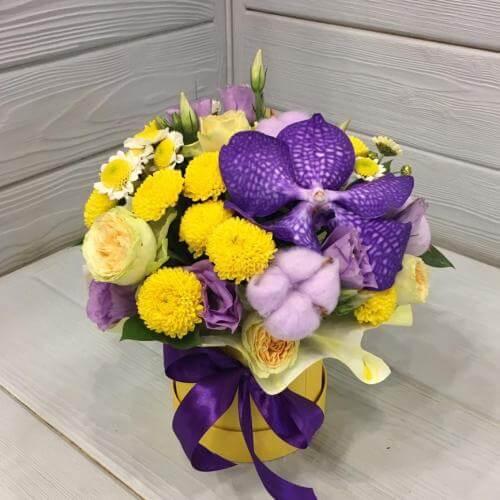 № 386 букет в шляпной коробке с орхидеей