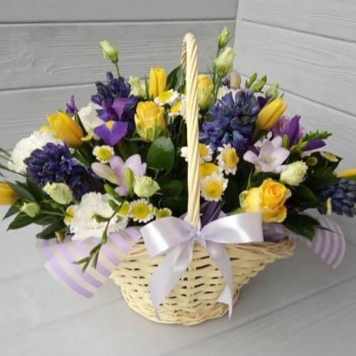№ 514 корзина с тюльпанами и ирисами