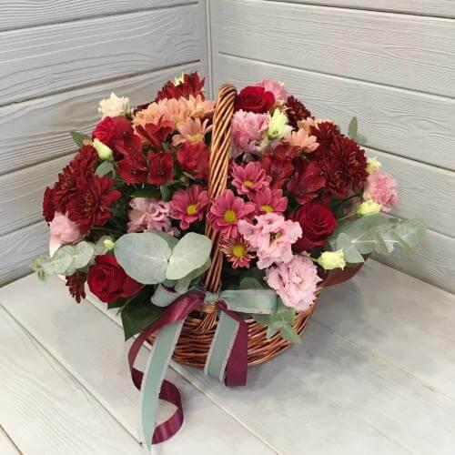 № 523 корзина с розами и хризантемами