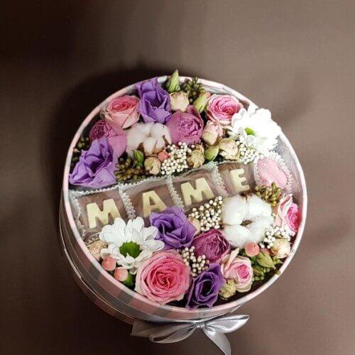 № 004 букет в шляпной коробке с розами и эустомой