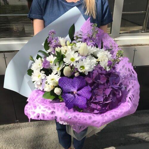 № 635 букет с гортензией и орхидеей