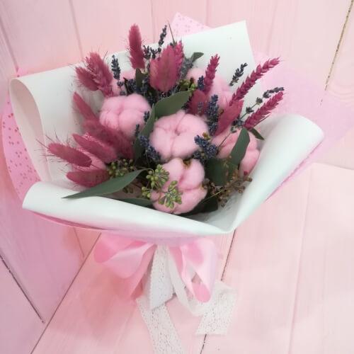 № 007 букет в шляпной коробке с орхидеями