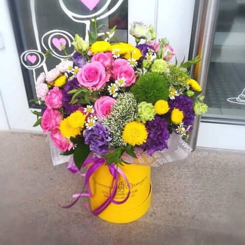 № 011 букет в шляпной коробке с розами и эустомой