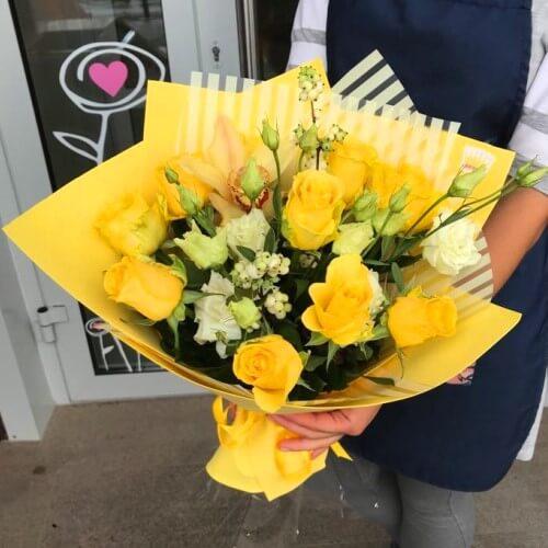 № 637 букет с розами и орхидеей