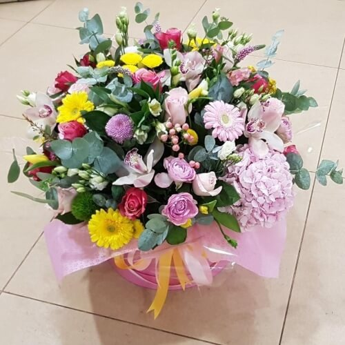 № 508  букет в шляпной коробке с орхидеями и гортензией