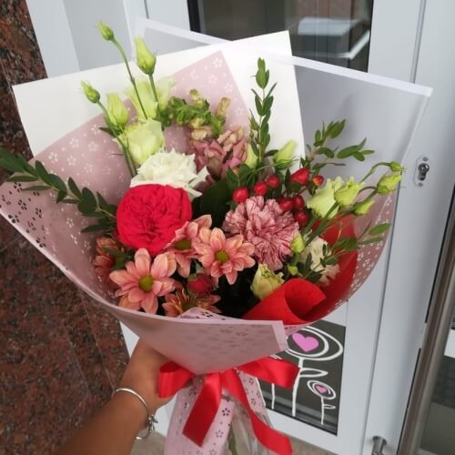 № 646 букет с розами и эустомой