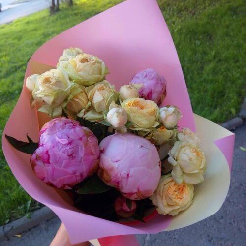 № 645 букетик с пионами и розами