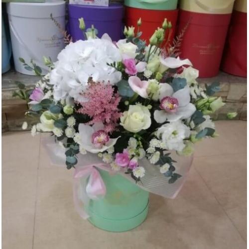№ 020 букет в шляпной коробке с орхидеей и гортензией