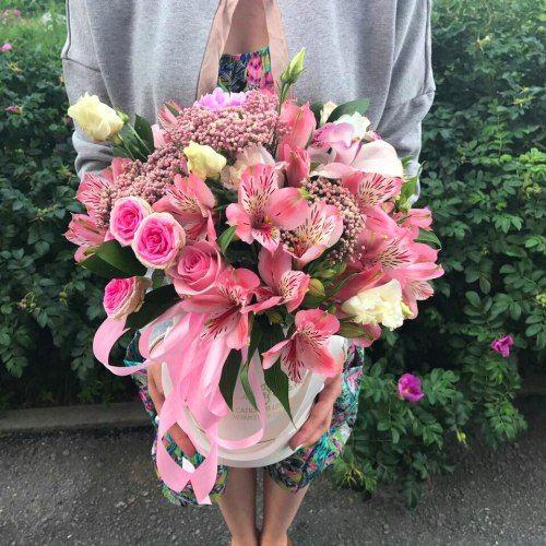 № 554 букет в шляпной коробке с розами