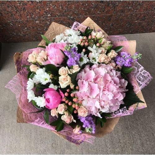 №89 букет с гортензией, пионами и розой