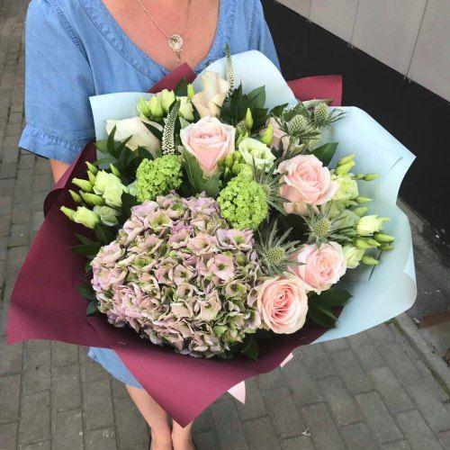№290 букет с розами и гортензией