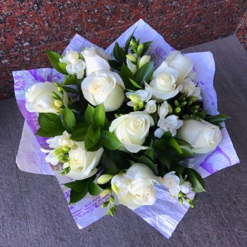 № 683  букет с розами и фрезией