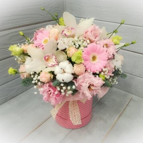 № 220 букет в шляпной коробке с орхидеями