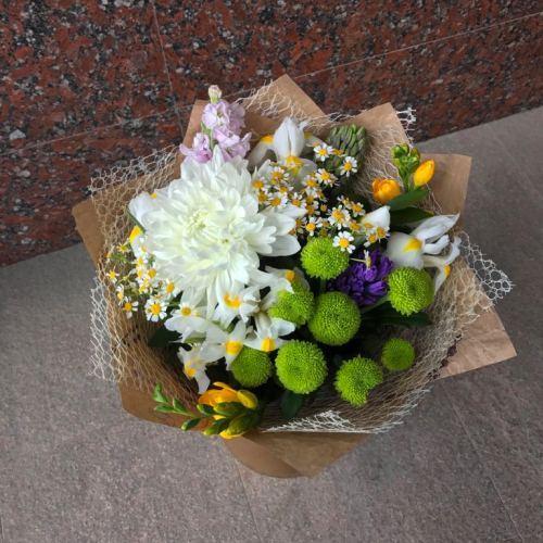 №056 букет с хризантемами и ирисами