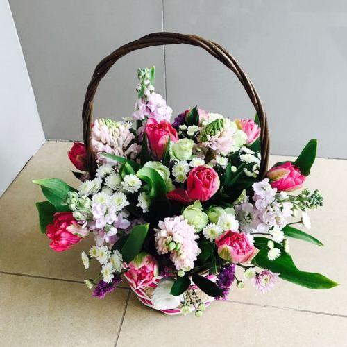 №157 корзина с тюльпанами и гиацинтами